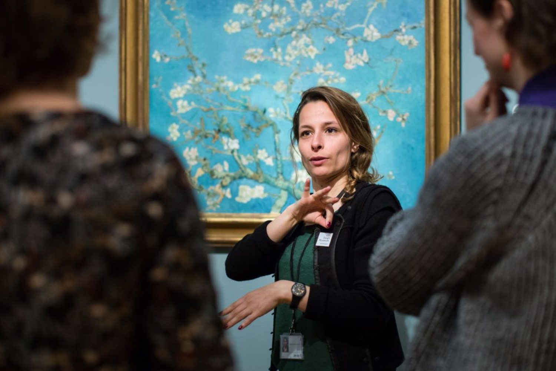 Museum tour dutch sign language van gogh museum photo brenda roos 1024x683
