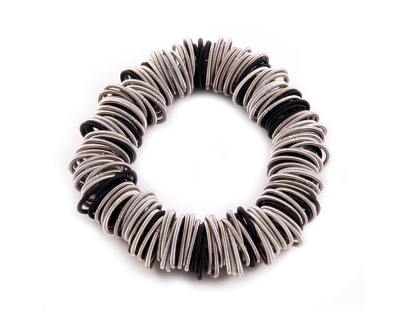 Spring ring piano wire bracelet black and silver   ko