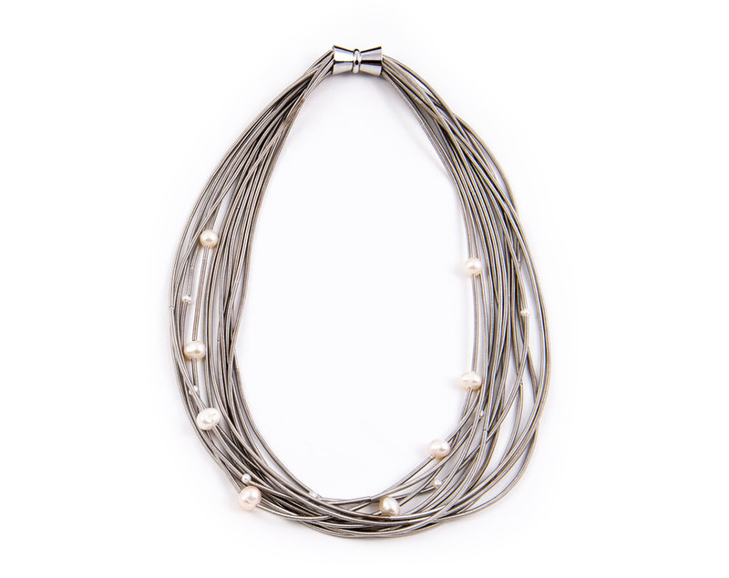 Silver pearls piano wire necklace